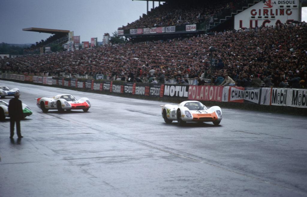 29.09.1968 24h Le Mans; Nr 32: Gerhard Mitter und Vic Elford auf einem 908 LH Coupé; Nr. 33: Rolf Stommelen und Jochen Neerpasch auf einem 908 LH Coupé, 3. Pl. Ges.Kl.