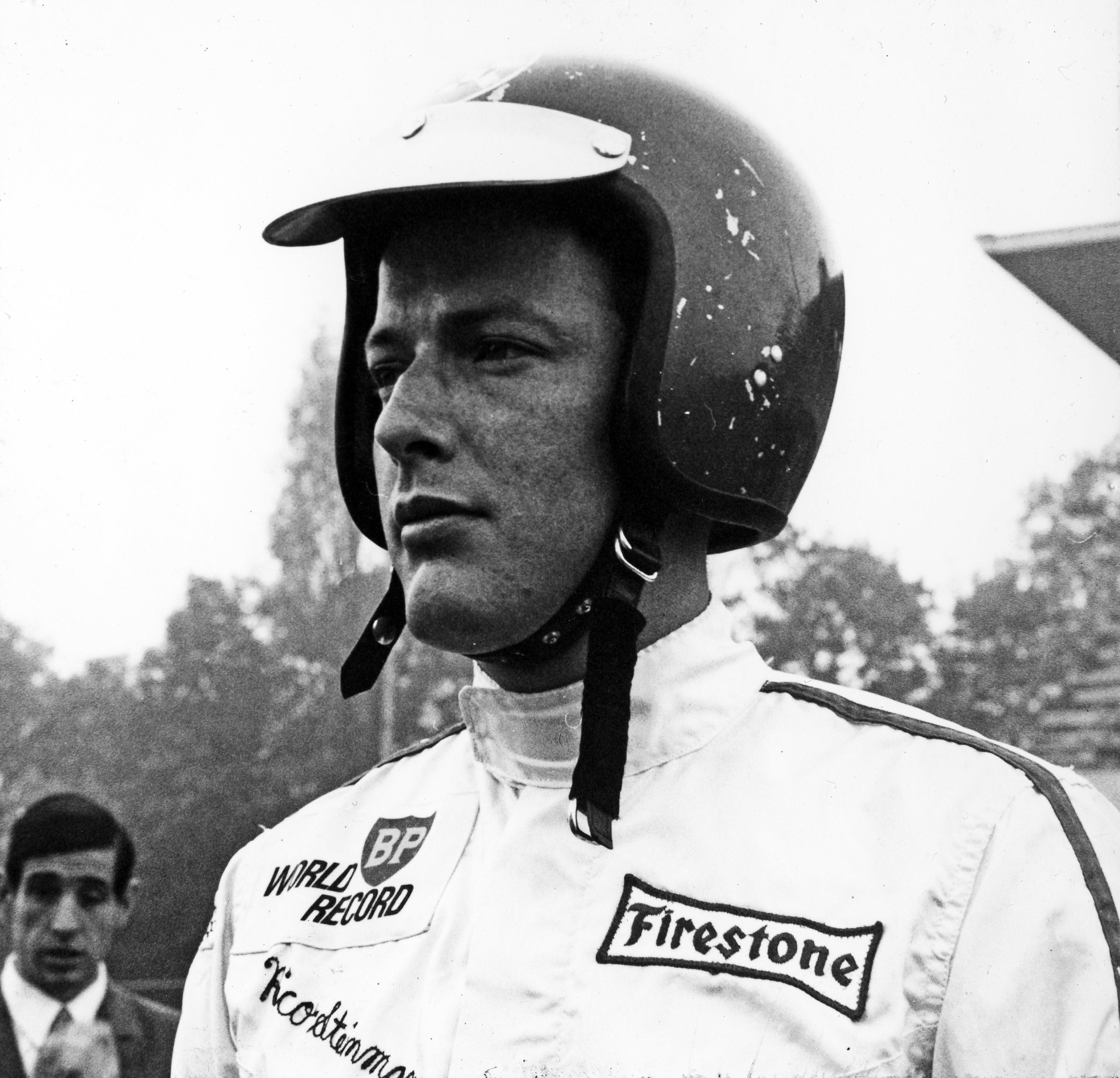 In der Zeit vom 27.10.1967 bis zum 02.11.1967 plante die BP Schweiz mit einem Porsche die bestehenden Langstrecken- und Höchstgeschwindigkeitsrekorde im Automobilbereich zu überbieten und damit zu beweisen, dass ihre Produkte zu den besten auf dem Markt gehörten. Für Porsche bestand ebenfalls die Möglichkeit ihre Präzision, Langlebig- und Zuverlässigkeit im Automobilbau unter Beweis zu stellen. Als passende Rennstrecke wurde das Steilwand-Oval in Monza ausgesucht. Die Rekordfahrt über insgesamt 96 Stunden sollte mit einem 906 Coupé erfolgen. Leider mussten auf Grund schlechter Streckenverhältnisse der 906 gegen einen 911 R 2,0 Coupé getauscht werden. Die Rekordfahrt ging über vier Tage und Nächte am Stück. In dieser Zeit wechselten sich die vier Fahrer (Jo Siffert, Dieter Spoerry, Charles Vögele und Rico Steinemann) durchgehend ab und wurden am Ende damit belohnt, dass alle bestehenden Langstrecken- und Höchstgeschwindigkeitsrekorde übertroffen wurden. Aufzeichnungen aus dem Protokollbuch