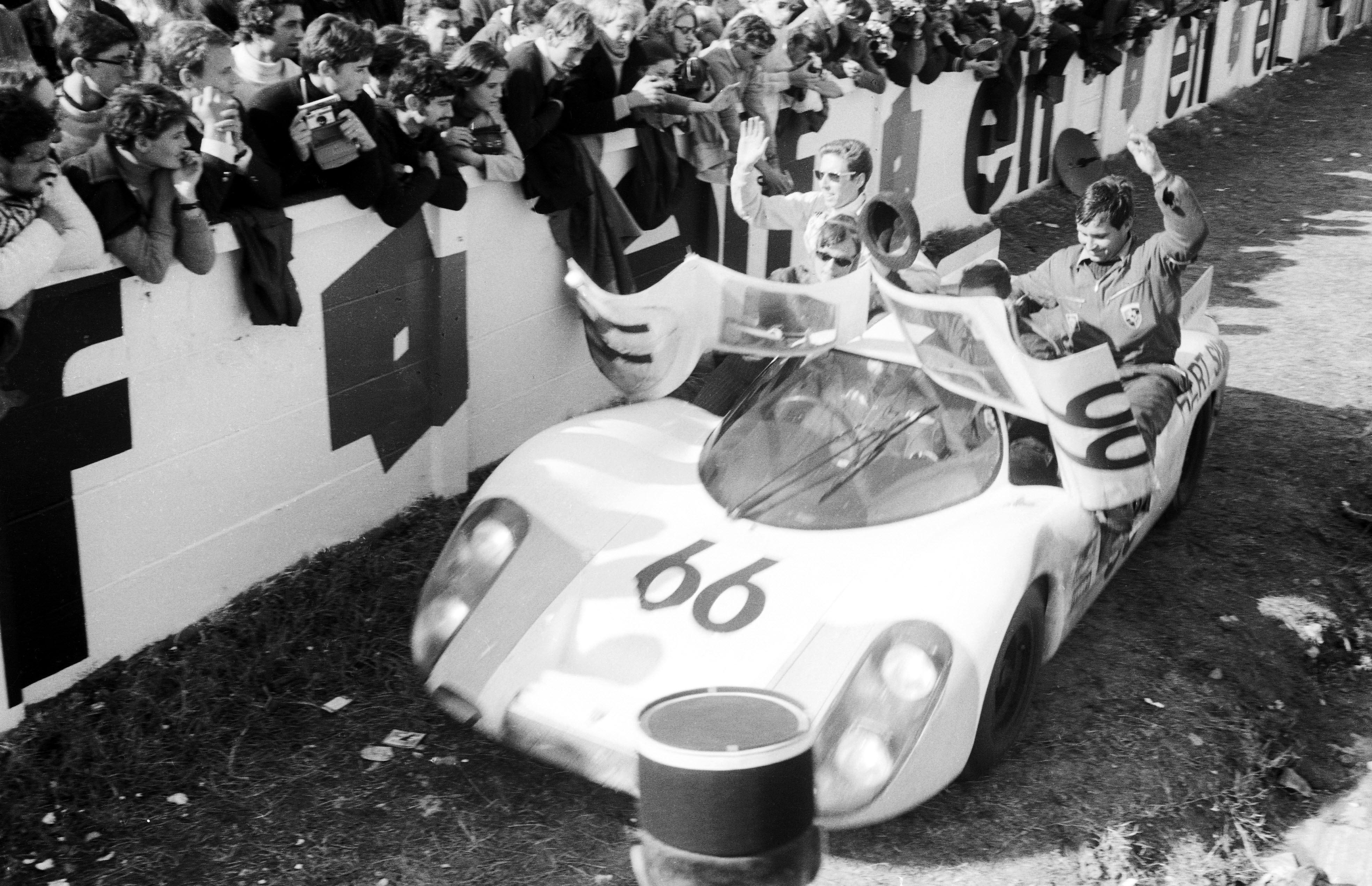 Rennen Le Mans 1968; 66: Dieter Spoerry und Rico Steinemann auf Porsche Typ 907 (2. Platz im Gesamtklassement)