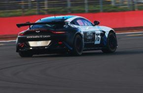R-Motorsport Aston Martin Vantage GT4