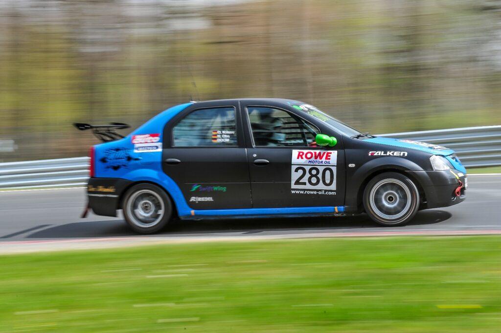 Oliver Kriese Doom Harry Ohs Ollis Garage Dacia Logan Nürburgring Langstrecken-Serie Nürburgring-Nordschleife