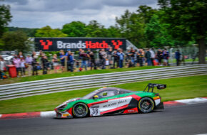 Oliver Wilkinson Ben Barnicoat JOTA McLaren 720S GT3 GT World Challenge Europe Brands Hatch