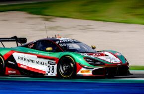 Oliver Wilkinson Ben Barnicoat JOTA McLaren 720S GT3 GT World Challenge Europe Valencia